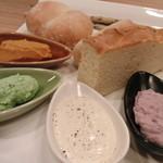 13346387 - お店一押し、4種のディップとパン