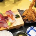 133466084 - 刺身4種と(ご飯 味噌汁付き)                       広島 生カキフライ(2粒)と大きめエビフライ(1尾)2260円