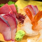 133466085 - 刺身4種と(ご飯 味噌汁付き)                       広島 生カキフライ(2粒)と大きめエビフライ(1尾)2260円