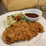 おきらく食堂 - 牛挽肉の特製メンチカツ