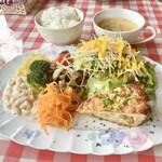 133476725 - アスパラガスとベーコンのキッシュ&野菜のお惣菜のプレートランチ(\1,380)