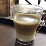 カフェ&レストラン アルプスホルン - ドリンク写真:カフェラテ