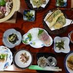 舟岐館 - 料理写真:夕餉のごちそう。イワナの刺身にサンショウウオの天ぷら