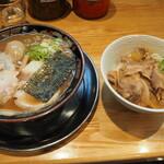 関西 風来軒 - とんこつラーメン半熟煮玉子入り & 豚丼