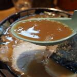 関西 風来軒 - とんこつラーメン半熟煮玉子入り(スープ)