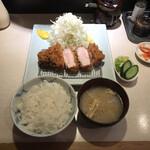 133483452 - 特ロース豚カツ定食(税込み2400円)