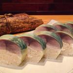 松玄 - [要予約/テイクアウト] 金華とろ鯖寿司:系列店の松栄(寿司)の職人がつくる鯖寿司。