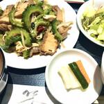 福琳 - Aセット ゴーヤと豚肉の炒め。