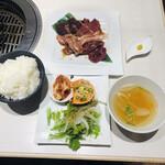 焼肉 ホルモン ぼなぺてぃ - MIX5種盛り定食