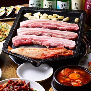 韓国のお酒をはじめドリンクは約80種類!食べ飲み放題も◎