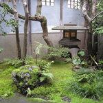 筑紫亭 - 静寂感のある、美しい前庭