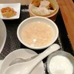 広東炒麺 南国酒家 - 卵スープ、焼売2種、杏仁豆腐
