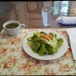 サッチア - 料理写真:スープとサラダ