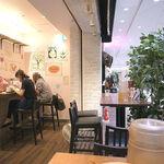 太陽のトマト麺Next - 店内の様子