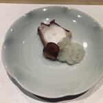 133508534 - 函館の真蛸、刺身と煮蛸