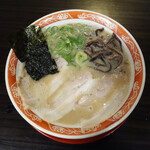 呼び戻しとんこつ 光四郎 - 濃厚系『久留米ラーメン』のお店です。基本のラーメン600円。