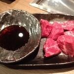 焼肉 牛若丸 - 桜ヒレ刺し