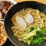 麺家 丸翔 - 軟骨ソーキそば(並) と ジューシー