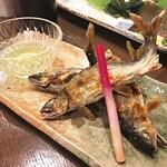 和彩肴 きらり - 鮎の塩焼き。3本入り。 マスターが調理している後ろに水槽があり、そこで元気に泳いでいる鮎を捕まえて調理してくれます。新鮮!