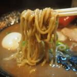 無鉄砲  - とんこつラーメン半熟味玉入(麺)