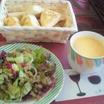 カラ デニス - ランチのスープ☆サラダ☆トルコパン