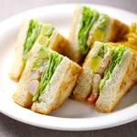 サー・トーマス・リプトン - 海老とアボカドのサンドイッチ