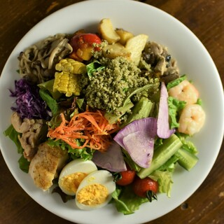 約十種の前菜&たっぷり野菜が一皿に『Chef'sSalad』