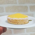 Patisserie Cache-Cache - そして、長女A子の選んだマンゴーのケーキは濃厚ですが、甘酸っぱさがいい感じ。