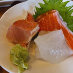 鴨鶴 - 釜飯セットの刺身。美味しいけど、丼頼んだからいらなかった〜やってしもた!でも美味いの!
