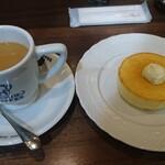 Hoshinokohiten - モーニングセットのミニパンケーキ、カフェインレス珈琲はミルク投入済み