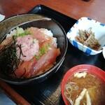 yakitorikushihacchin - 漬けマグロとネギトロ丼