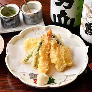種類豊富な天ぷらは、創業当初から変わらない美味しさ