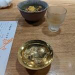 大衆割烹TAKEYA - お通しと食前酒 クーポンの金杯酒