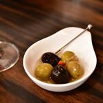 フーゴー - お通し:オリーブのオイル漬け