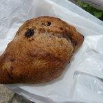 こせちゃ - ライ麦入りレーズンくるみパン 220円