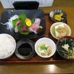 御食事処心 - 料理写真:お造り定食(800円)