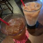 マナーハウス モトヤマ - ドリンク写真:アイスクリームキャラメルティーとアールグレイミルクティー