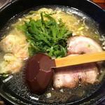 塩らー麺 本丸亭 -  海老ワンタン入り塩らー麺@¥1100-