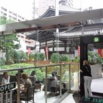 スターバックス・コーヒー - 店内から見える六角堂