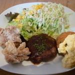 13358648 - 選べる定食のおかず(鶏の塩唐揚げ、サーモンとほうれん草のクリームコロッケ、ハンバーグ)
