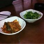 甘辛 - 韓国料理だけあって、 サービスでいただきました! 菜の花のごま油和えうまし。