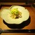 もと井 - 料理写真:剣先烏賊の炙りと刺身:剣先烏賊のげそが不透明でコリコリした食感が嬉しい火加減で炙られ、イカそうめんと共に レモン色が綺麗なコリンキー(生食用南瓜)と 緑色の胡瓜の千切りが綺麗に飾られています。 この時期にピッタリな 旨味ポン酢で頂きます。     2020.07.18