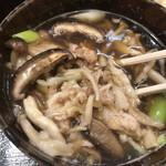 武蔵野うどん たまや - 具沢山の肉きのこ汁