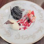 133587620 - ジャンドゥーヤのお皿盛り