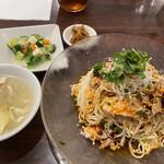 133588543 - 野菜の小皿、スープと搾菜も付いて彩り良し