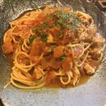 トラットリア要 - 鶏肉と玉ねぎのトマトパスタ