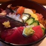 Suehirozushi - ちらし ¥945