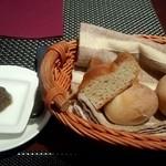 オリーヴェ - パン アンチョビのオリーブオイル