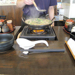 元祖博多麺もつ屋 - 嬉しいのは一人モツ鍋ながら、スタッフさんが良い塩梅で鍋をお世話してくれるので、お姫様状態で待てるコト♪
