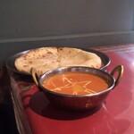 ロイヤルカレー - 料理写真:チーズナンセット。カレーはプラウンマラバル
